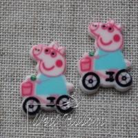 Кабашон Пеппа голубая на велосипеде №19