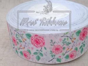 Репс 4 см Розовые розы с веточками на белом