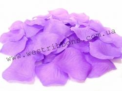 Лепестки роз-фиолетовые.